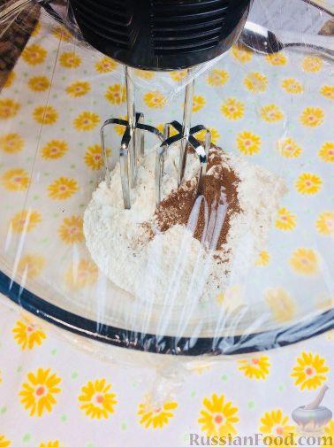 Фото приготовления рецепта: Банановый кекс с голубикой (черникой), на растительном масле - шаг №2