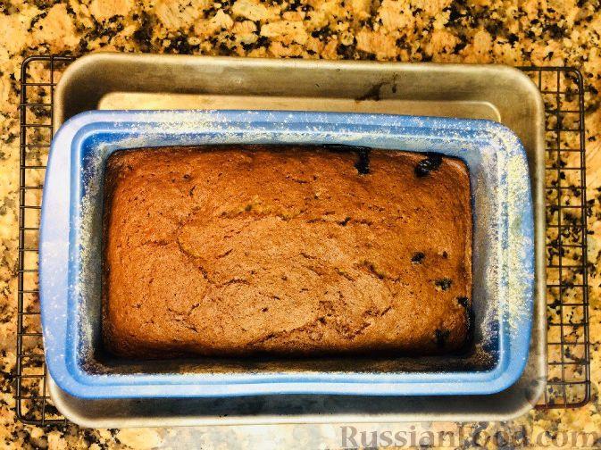 Фото приготовления рецепта: Банановый кекс с голубикой (черникой), на растительном масле - шаг №10