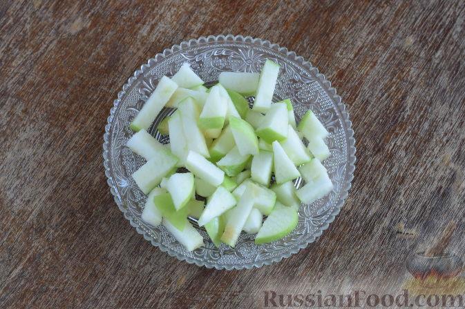 """Фото приготовления рецепта: Салат """"Золотое танго"""" с капустой, фруктами и пшеном - шаг №8"""