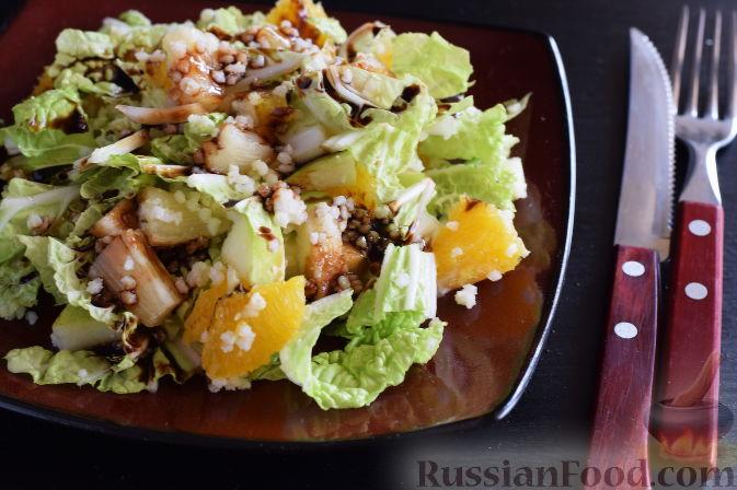 """Фото приготовления рецепта: Салат """"Золотое танго"""" с капустой, фруктами и пшеном - шаг №13"""
