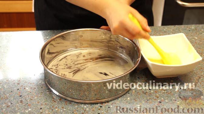 Фото приготовления рецепта: Дрожжевые пирожки с пекинской капустой, рисом и яйцами - шаг №20