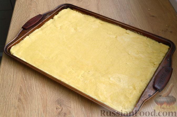 Фото приготовления рецепта: Песочное печенье из жареной муки - шаг №4