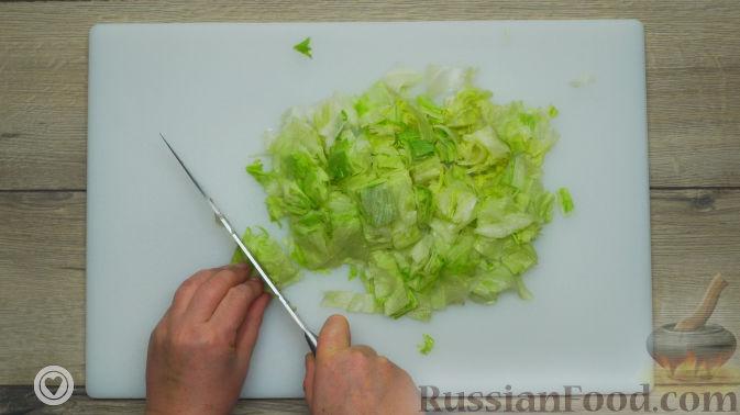 Фото приготовления рецепта: Оранжевый салат с мандаринами и хурмой - шаг №3