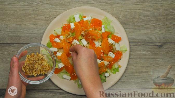 Фото приготовления рецепта: Оранжевый салат с мандаринами и хурмой - шаг №5