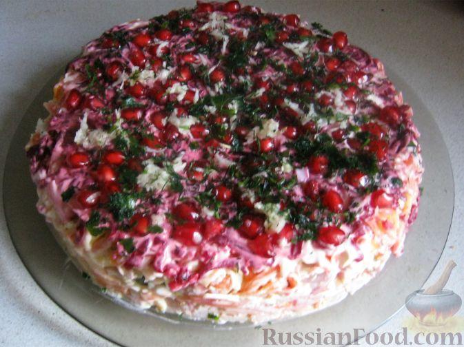 Рецепт Праздничный слоеный салат с копченой ветчиной