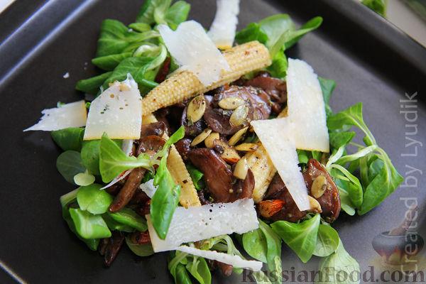 Рецепт Теплый салат с грибами и кукурузой