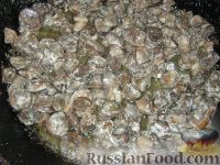 Фото приготовления рецепта: Салат куриный с грибами - шаг №4