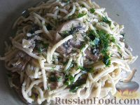 Фото приготовления рецепта: Спагетти в сливочном соусе - шаг №12