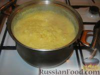 Фото приготовления рецепта: Мамалыга со шкварками и луком - шаг №2