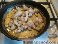 Фото приготовления рецепта: Мамалыга со шкварками и луком - шаг №6