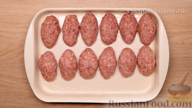 Фото приготовления рецепта: Каннеллони с мясным фаршем, запеченные под томатным соусом и сыром - шаг №5