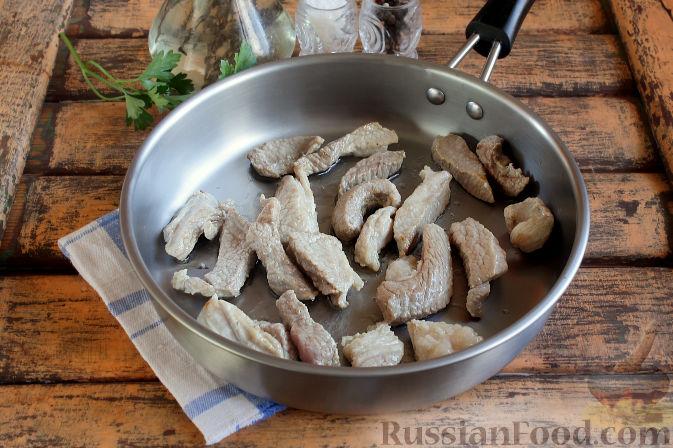 Фото приготовления рецепта: Свиная подлива с тыквой - шаг №4