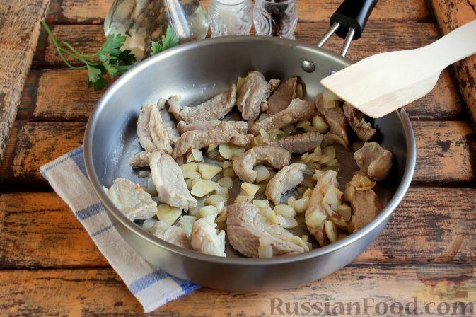 Фото приготовления рецепта: Свиная подлива с тыквой - шаг №5