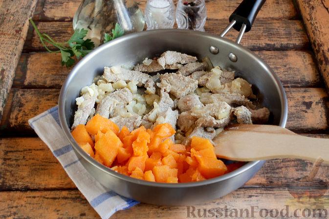 Фото приготовления рецепта: Свиная подлива с тыквой - шаг №7