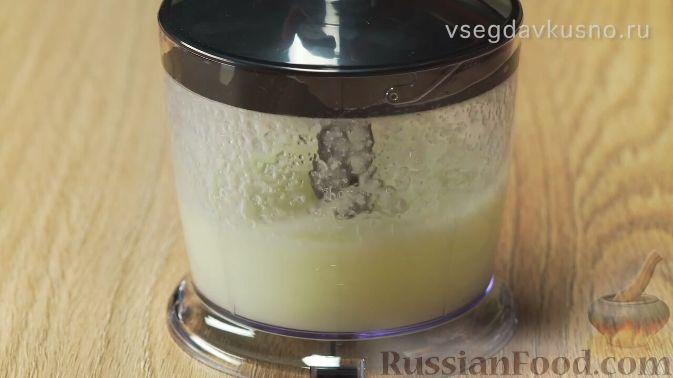 Фото приготовления рецепта: Слоёный салат с копчёной курицей, картофелем, морковью, свёклой и черносливом - шаг №2