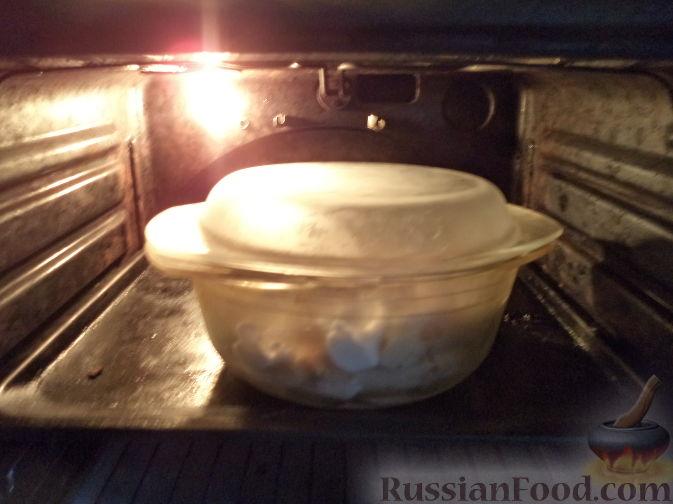 Фото приготовления рецепта: Курица, тушенная с квашеной капустой - шаг №18