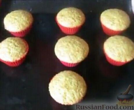 Фото приготовления рецепта: Постные апельсиновые кексы - шаг №7