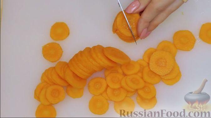 Фото приготовления рецепта: Быстрое печенье с шоколадной крошкой (в микроволновке) - шаг №8