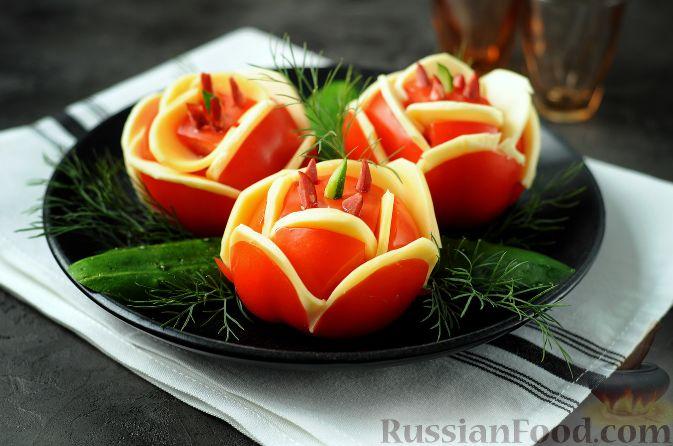 """Фото к рецепту: Закуска """"Букет роз"""" из помидоров"""