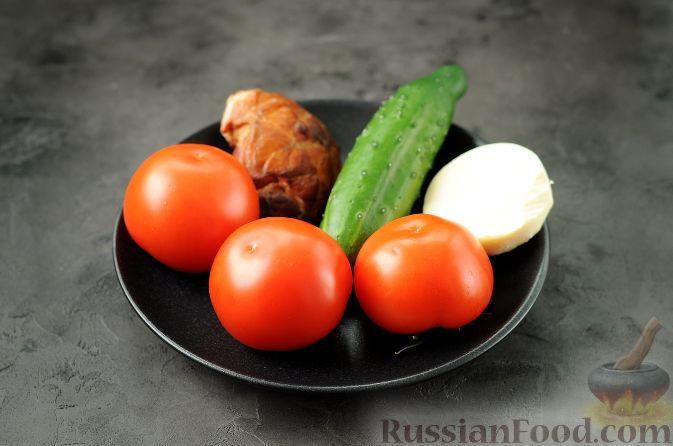 """Фото приготовления рецепта: Закуска """"Букет роз"""" из помидоров - шаг №1"""