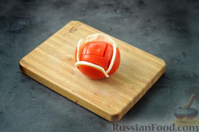 """Фото приготовления рецепта: Закуска """"Букет роз"""" из помидоров - шаг №3"""