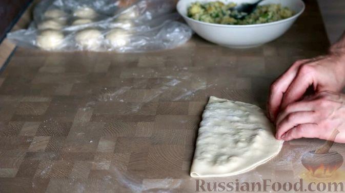 Фото приготовления рецепта: Кутабы (лепешки без дрожжей) с картофелем и тыквой - шаг №13