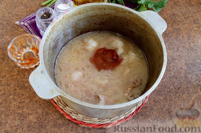 Фото приготовления рецепта: Суп с нутом и свиными рёбрышками - шаг №3