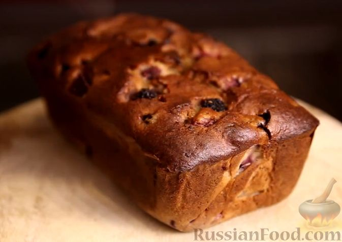 Фото приготовления рецепта: Банановый кекс с ягодами - шаг №6