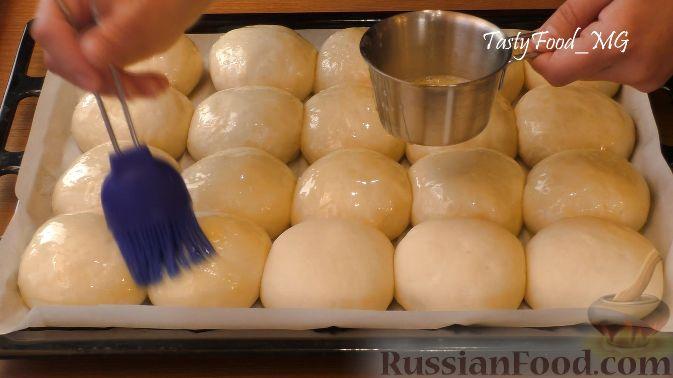 Фото приготовления рецепта: Томатный суп с рисом и консервированными фасолью и горошком - шаг №9