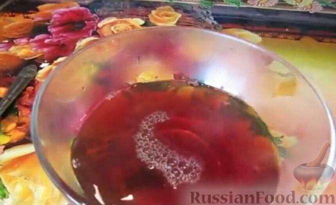 Фото приготовления рецепта: Сельдь, тушенная в чае (в духовке) - шаг №6