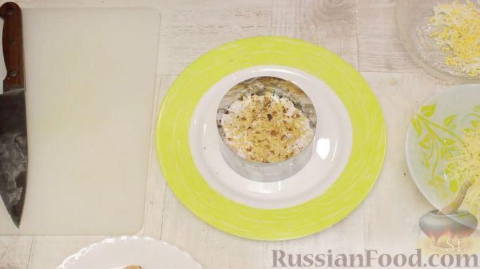 Фото приготовления рецепта: Салат из краснокочанной капусты с яблоком, имбирём и медово-горчичной заправкой - шаг №5