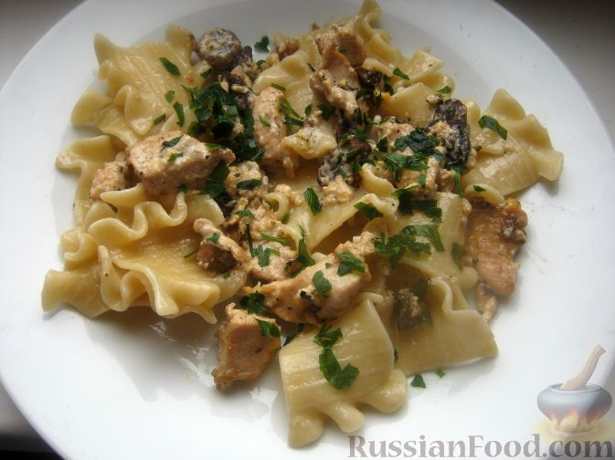 Рецепт Паста с курицей в сливочно-сырном соусе