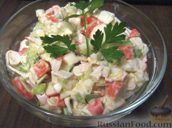 Рецепт Салат с крабовыми палочками и зеленым луком