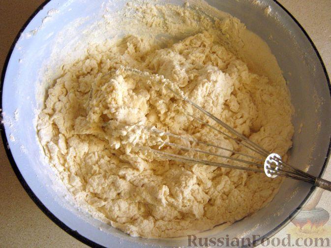 Фото приготовления рецепта: Дрожжевой пирог с картошкой, грибами и зелёным луком - шаг №15