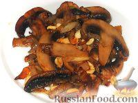 Фото к рецепту: Шампиньоны с арахисом