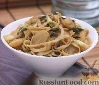 Фото к рецепту: Рисовая лапша с каштанами и морскими гребешками