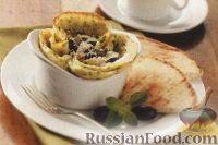 Фото к рецепту: Омлет с оливками, помидорами и сыром