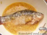 Фото приготовления рецепта: Караси жареные в сметане - шаг №7