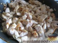 Фото приготовления рецепта: Куриное филе под сырно-яичным соусом - шаг №4
