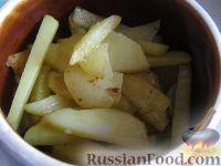 Фото приготовления рецепта: Картошка с мясом в горшочках - шаг №9