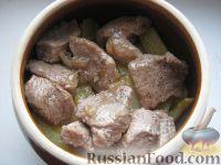 Фото приготовления рецепта: Картошка с мясом в горшочках - шаг №10