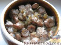 Фото приготовления рецепта: Картошка с мясом в горшочках - шаг №11