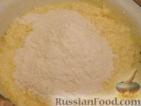 Фото приготовления рецепта: Шарики творожные жареные - шаг №6