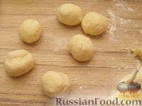Фото приготовления рецепта: Шарики творожные жареные - шаг №10