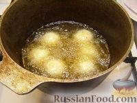 Фото приготовления рецепта: Шарики творожные жареные - шаг №15
