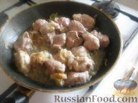Фото приготовления рецепта: Картошка с мясом в горшочках - шаг №6
