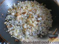 Фото приготовления рецепта: Свиная печень под сметаной - шаг №5