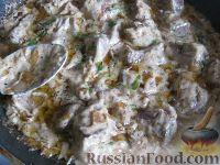 Фото приготовления рецепта: Свиная печень под сметаной - шаг №10
