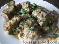 Фото приготовления рецепта: Свиная печень под сметаной - шаг №11