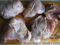 Фото приготовления рецепта: Жареная курица на сковороде - шаг №2